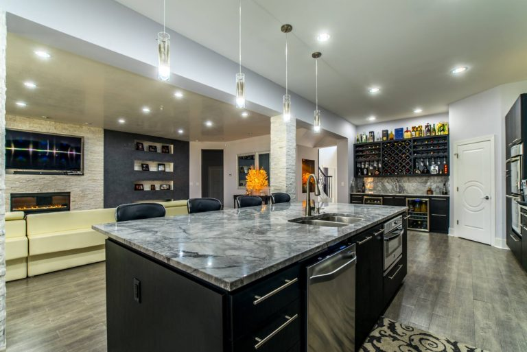 Custom countertop installation designs in marble